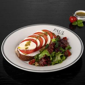 Тартин с томатом и моцареллой