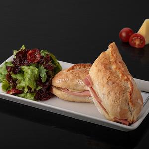 Сэндвич с ветчиной и сыром Эмменталь
